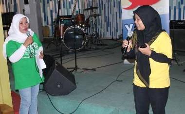Saat saya tampil sebagai MC dan memberi kesempatan kepada Ani Berta memberikan sambutan selaku penggagas acara Sunday Sharing