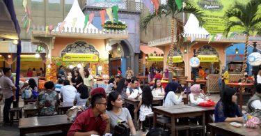 Suasana pengunjung di La Piazza (foto : Sitti Rabiah)