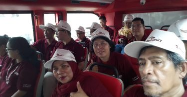 Di atas Bus Transjakarta (foto : Sitti Rabiah)