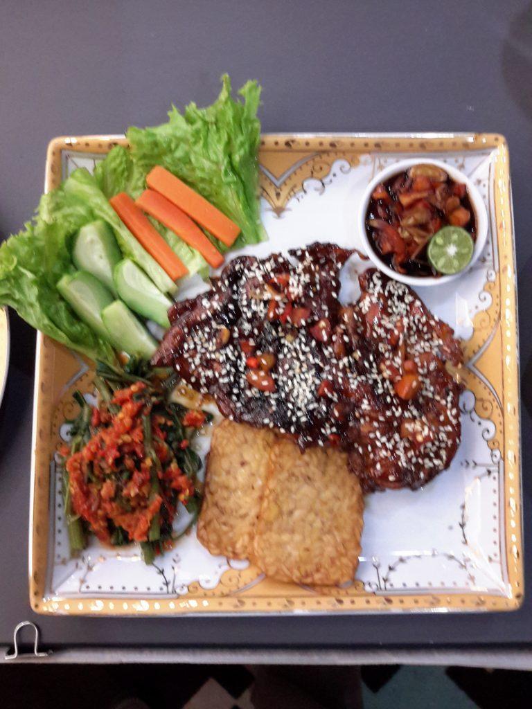 Menu Balinese Chicken Salad hasil racikan saya hasil demo masak (foto Nur Terbit)