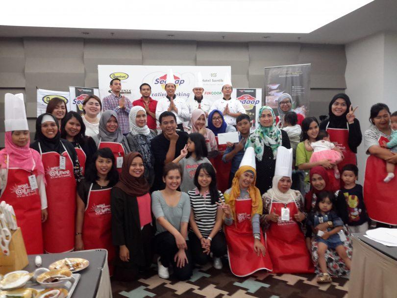Peserta demo masak (foto Nur Terbit)