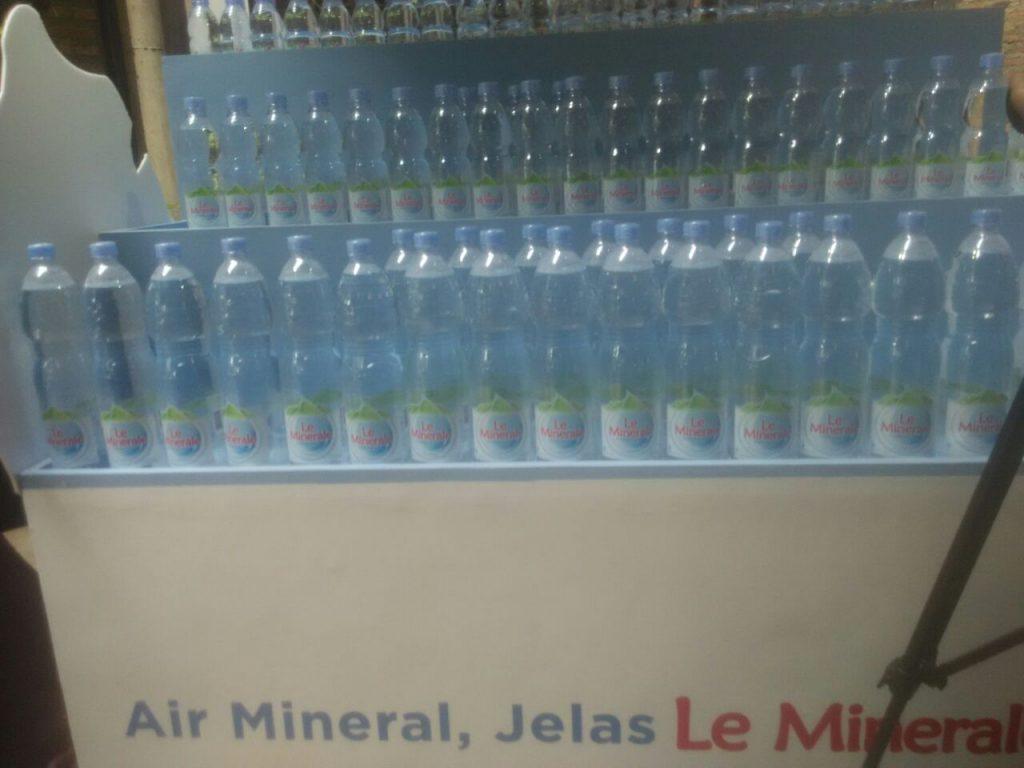 Air mineral dalam kemasan botol Le Minerale (foto: Bunda Sitti Rabiah)