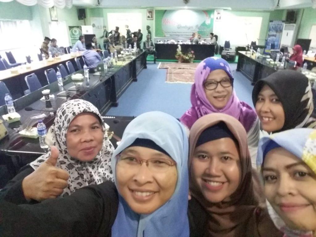 Komunitas blogger dari TDB selfie ria usai acara pertemuan (foto dok pribadi)