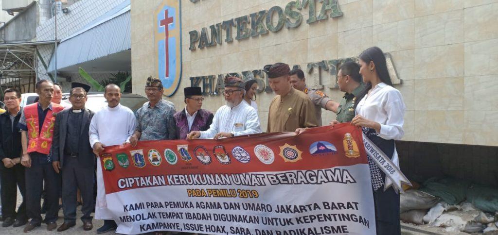 Rumah ibadah tempat pemasangan spanduk oleh tokoh lintas agama dan hadir memberi dukungan Tokoh lintas agama hadir memberi dukungan