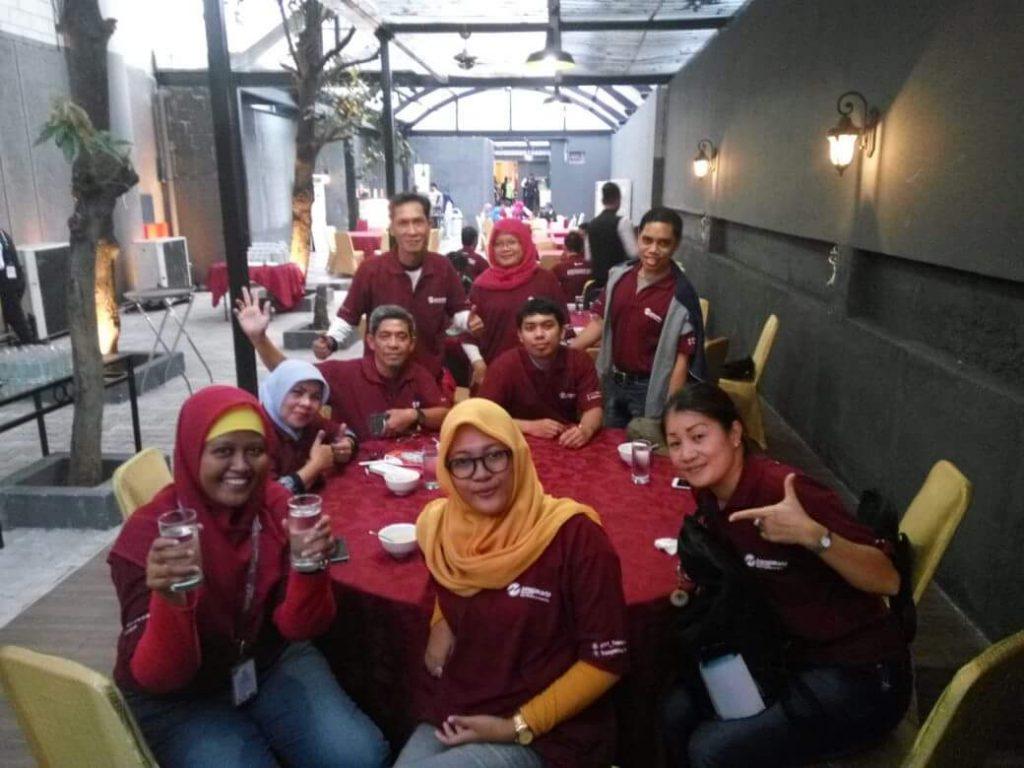 Komunitas blogger TDB saat buka puasa dengan TransJakarta di PRJ Kemayoran (foto : dok TDB)