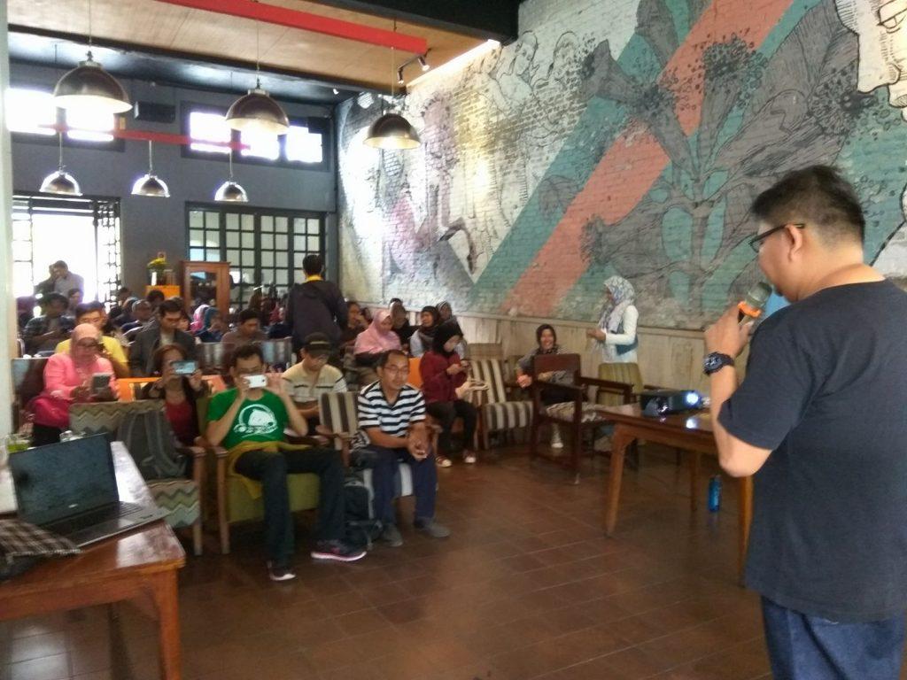 Suasana pelatihan dari rangkaian Selfie Tour Oppo (foto : Sitti Rabiah)