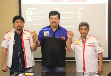 Ketum DPN GNPK Adi Warman (tengah), PP M Ridwan (kiri) dan Pemred Nur Aliem Halvaima (dok DPN GNPK)